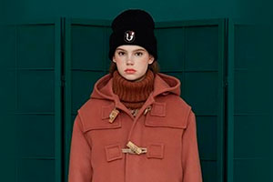 Combining a duffle coat with women's headwear: what is and what isn't allowed